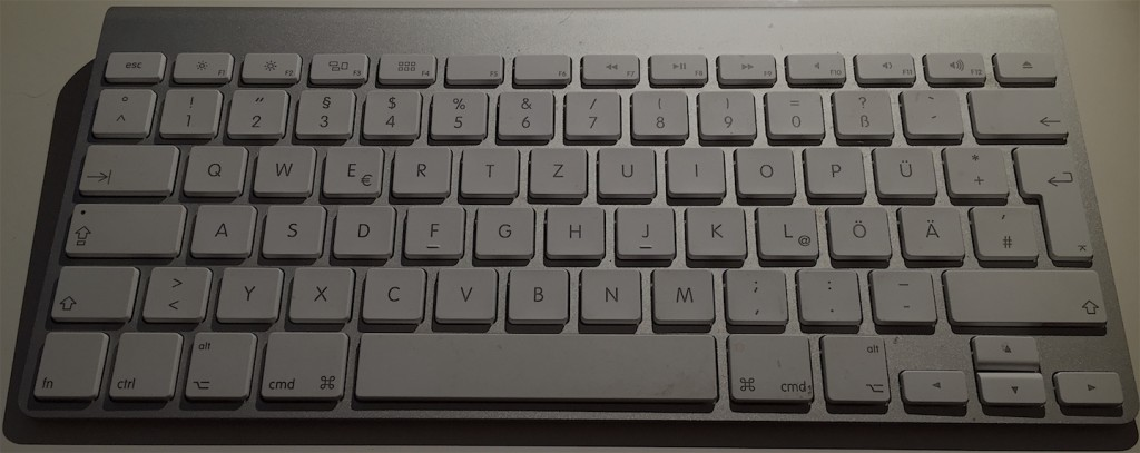 APPLE BT KEYBOARD